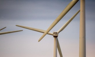 Microsoft Signs Wind Power Deal For Power Data Center