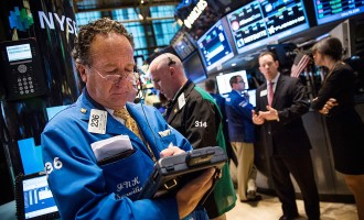 Dow Falls As Technology Sector Stocks Tumble