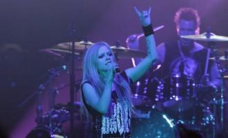 Singer Avril Lavigne Calls Out Facebook CEO Mark Zuckerberg For Bullying Nickleback
