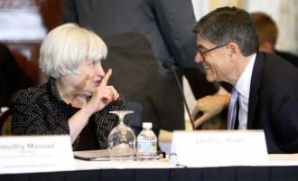 U.S. Federal Reserve Chair Janet Yellen (L) and Treasury Secretary Jack Lew (R)