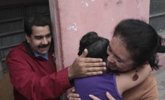 Venezuela's President Nicolas Maduro (L)