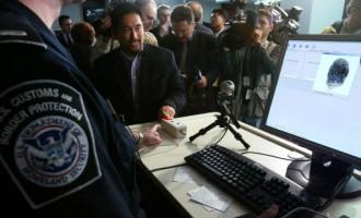 DHS Unveils US-VISIT Program To Capture Fingerprints And Mug Shots From Visitors