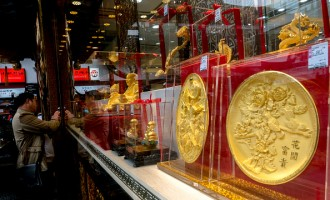 Chinese consumers are taking pictures of the gold..