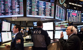 Dow Plunges 400 Points In Intraday Trading