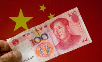 Chinese 100 Yuan banknote and the Chinese flag.