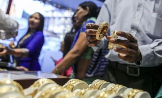 Images Of Gold Sales In Zaveri Bazaar As Gold Demand Set To Fall