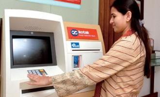 THE CUSTOMER WIDRAWING MONEY AT KOTAK MAHINDRA BANK ATM CENTRE IN UMMBAI.
